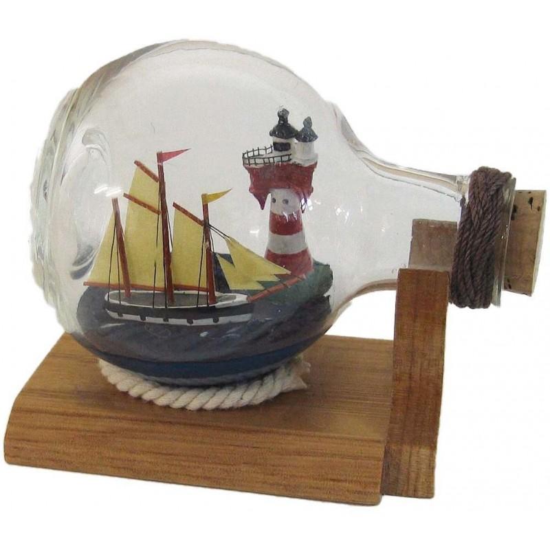 Ladja in svetilnik v steklenici